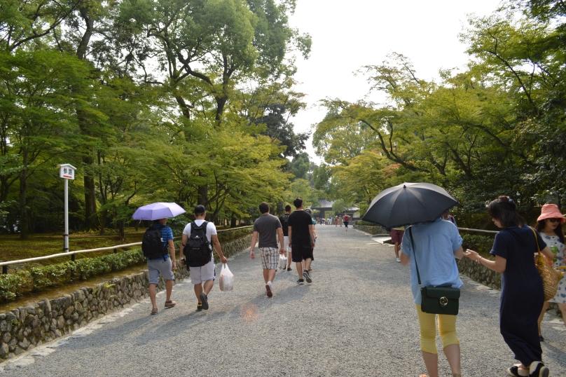 Walking to Kinkaku-ji