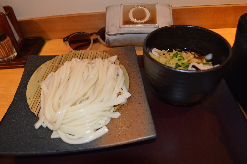 Cold udon noodles with dipping sauce