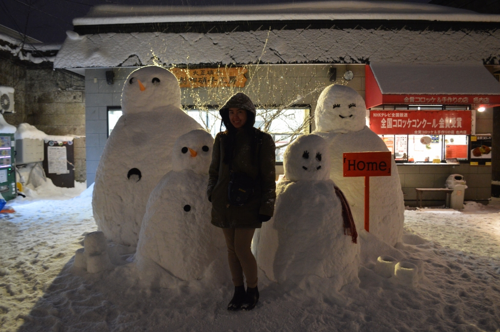 With a family of snowmen we passed while walking to the canal