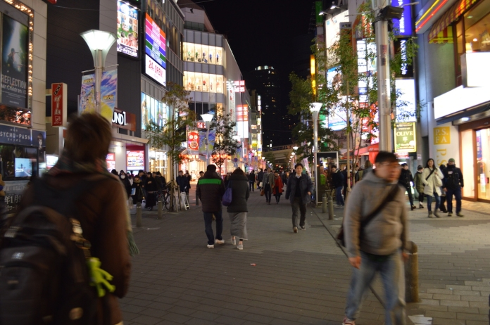 Walking to Sunshine City from Ikebukuro station