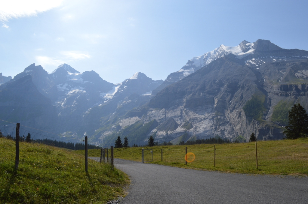 Walking trail from Oeschinen to Oeschinensee