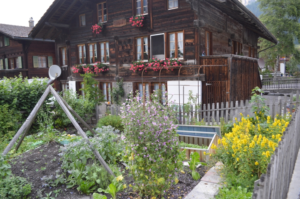 House in Kandersteg with a beautiful garden