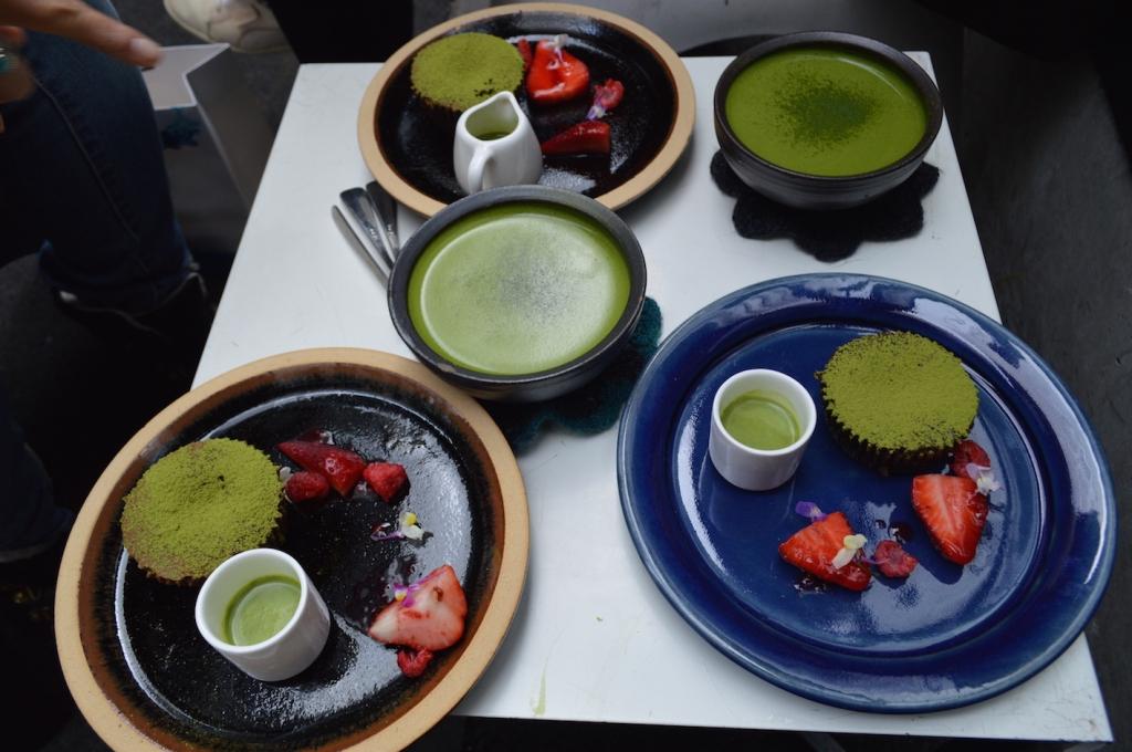 Matcha lattes and three matcha fondants